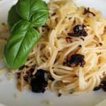 Спагетти с вяленными томатами