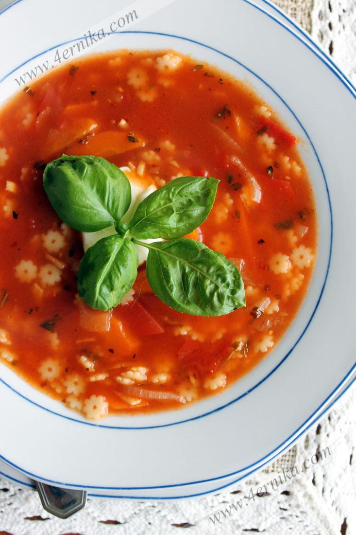 Томатный суп с пастой