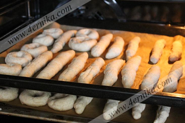 Хлебные соломки и сушки