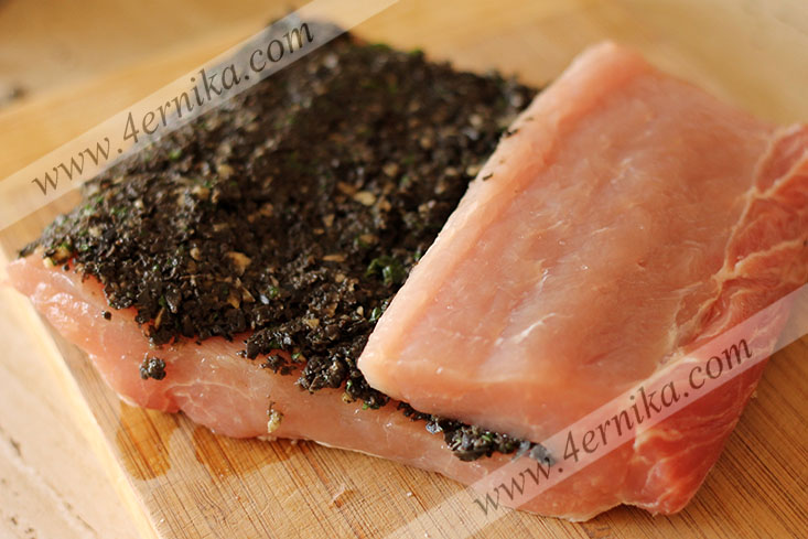 Свинина, запеченная с оливками