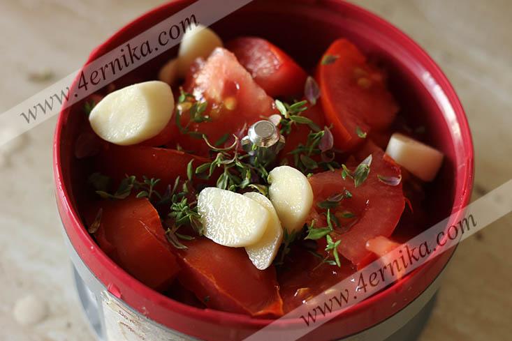 Морской окунь, запеченный в томатном соусе
