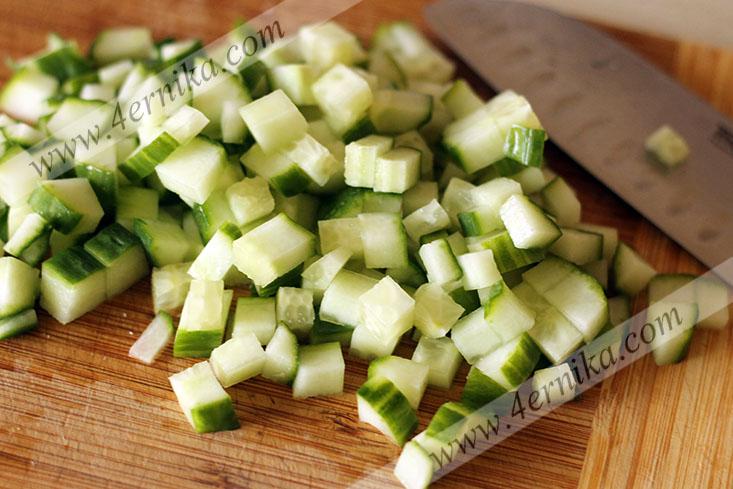 Салат из курицы с зеленым горошком