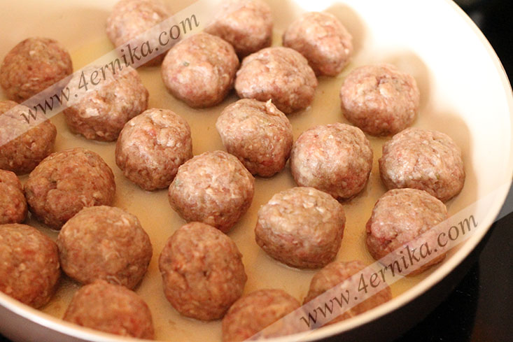 Тефтели в грибном соусе