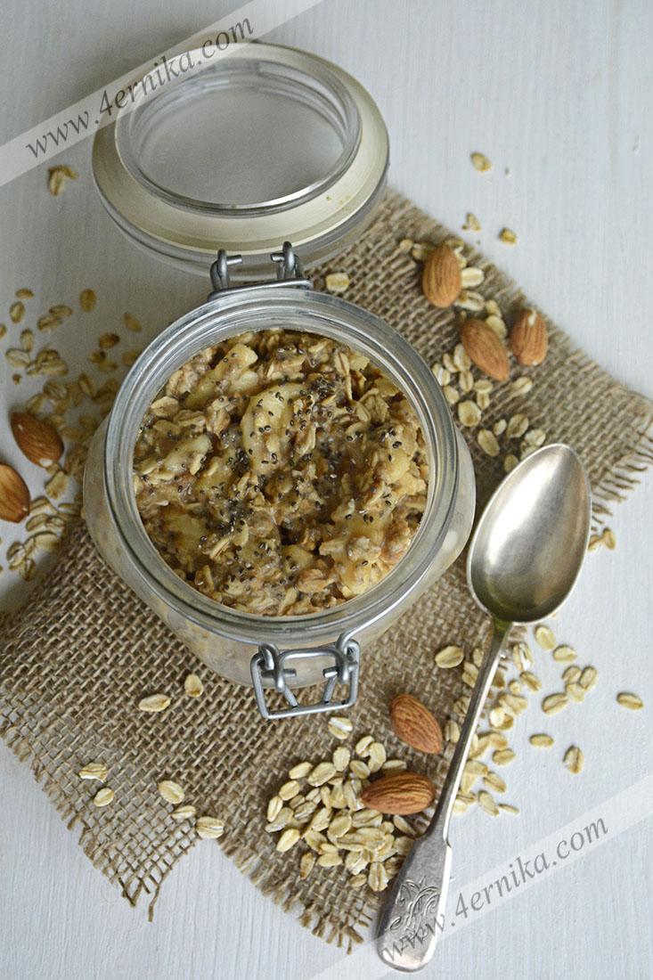 Ночная овсянка с чиа и арахисовым маслом